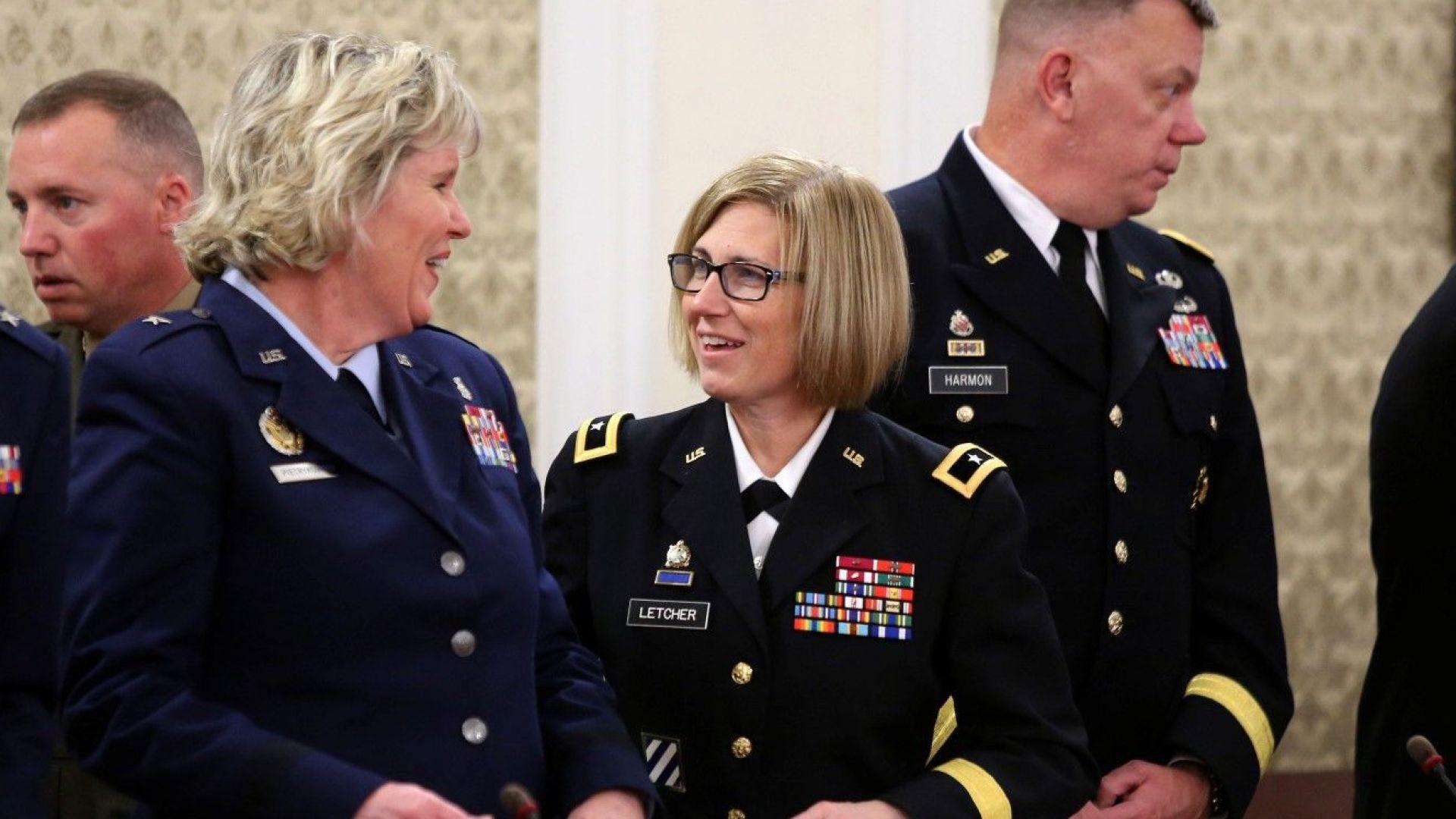 """Американски генерали """"превзеха"""" Народното събрание (снимки)"""