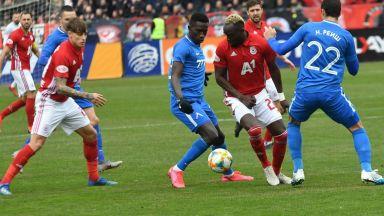 Левски и ЦСКА не настроиха мерниците в емоционална битка