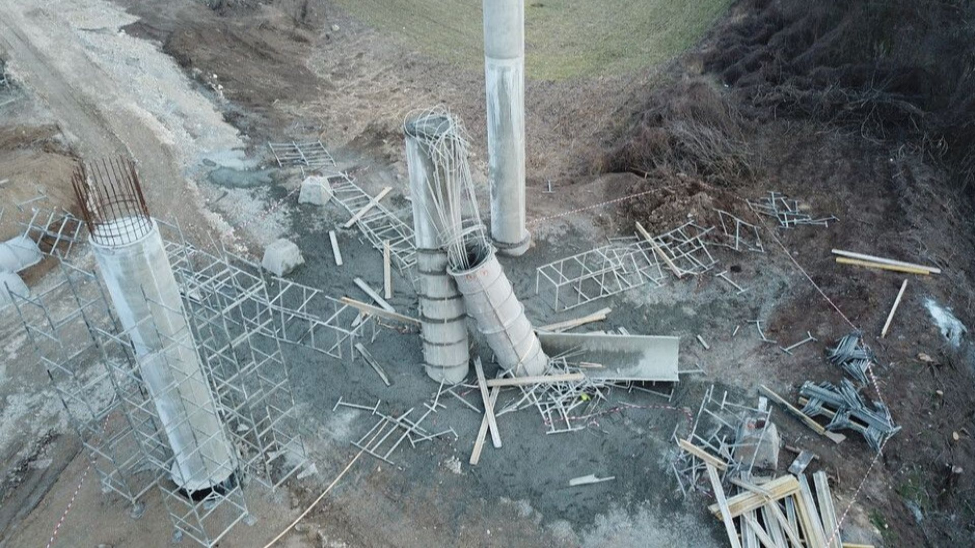 """Двама работници загинаха на магистрала """"Хемус"""", срутила се е бетонна колона"""