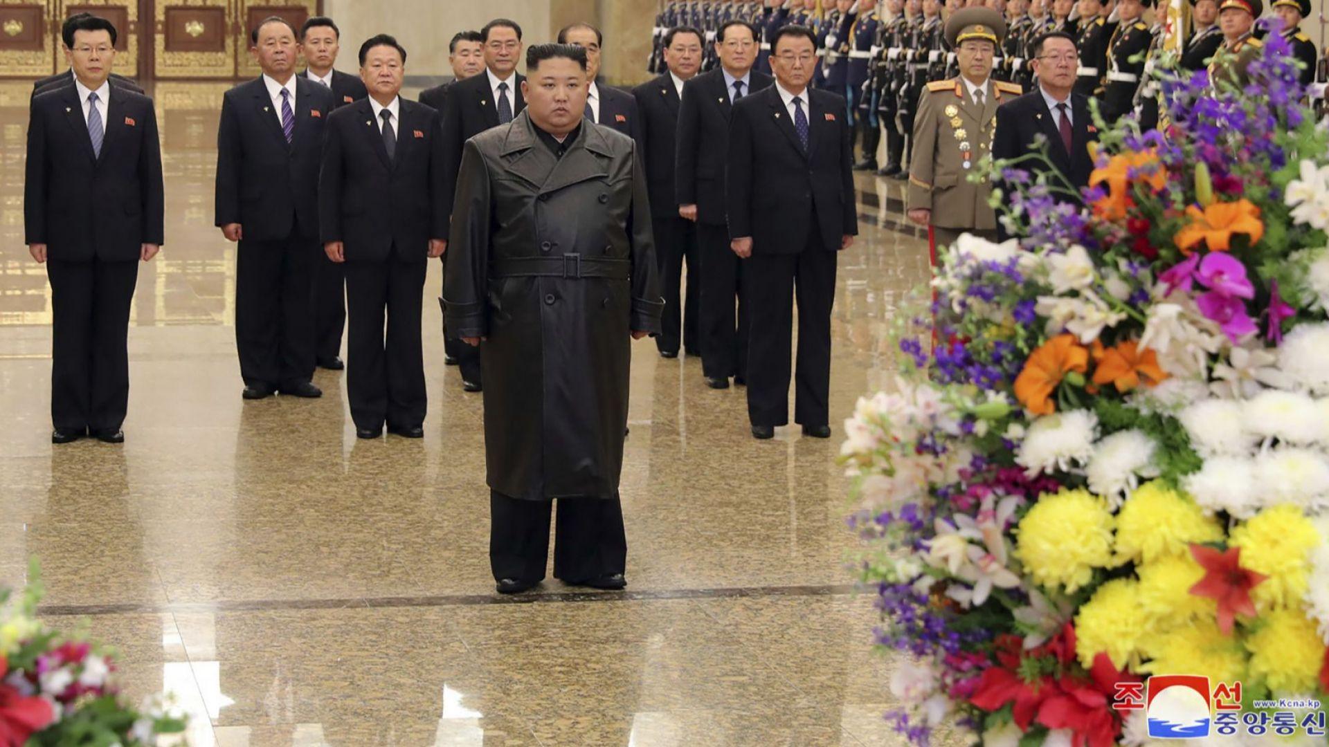 Ким Чен-ун посети мавзолея на баща си по случай годишнината от рождението му