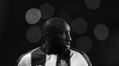 Грозен скандал - звездата на Порто напусна мач със средни пръсти към расистите