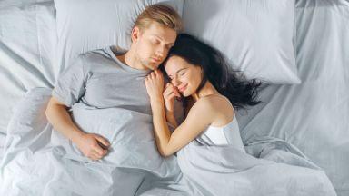 Миризмата на дрехите на любимия подобрява съня