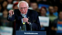 Бърни Сандърс е далеч пред съперниците си демократи