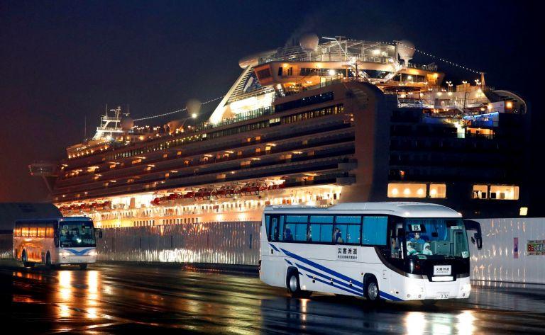 С автобуси евакуират пасажерите американци от круизния кораб под карантина, 17 февруари