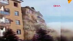 Нов трус срина 6-етажна сграда в турския окръг Елязъг (видео)