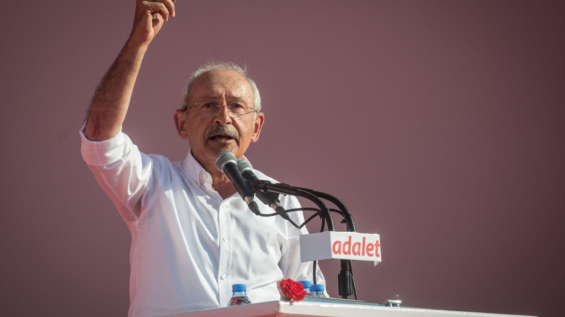 Турската опозиция обвини Ердоган във връзки с Гюлен, заведе иск за 5 куруша