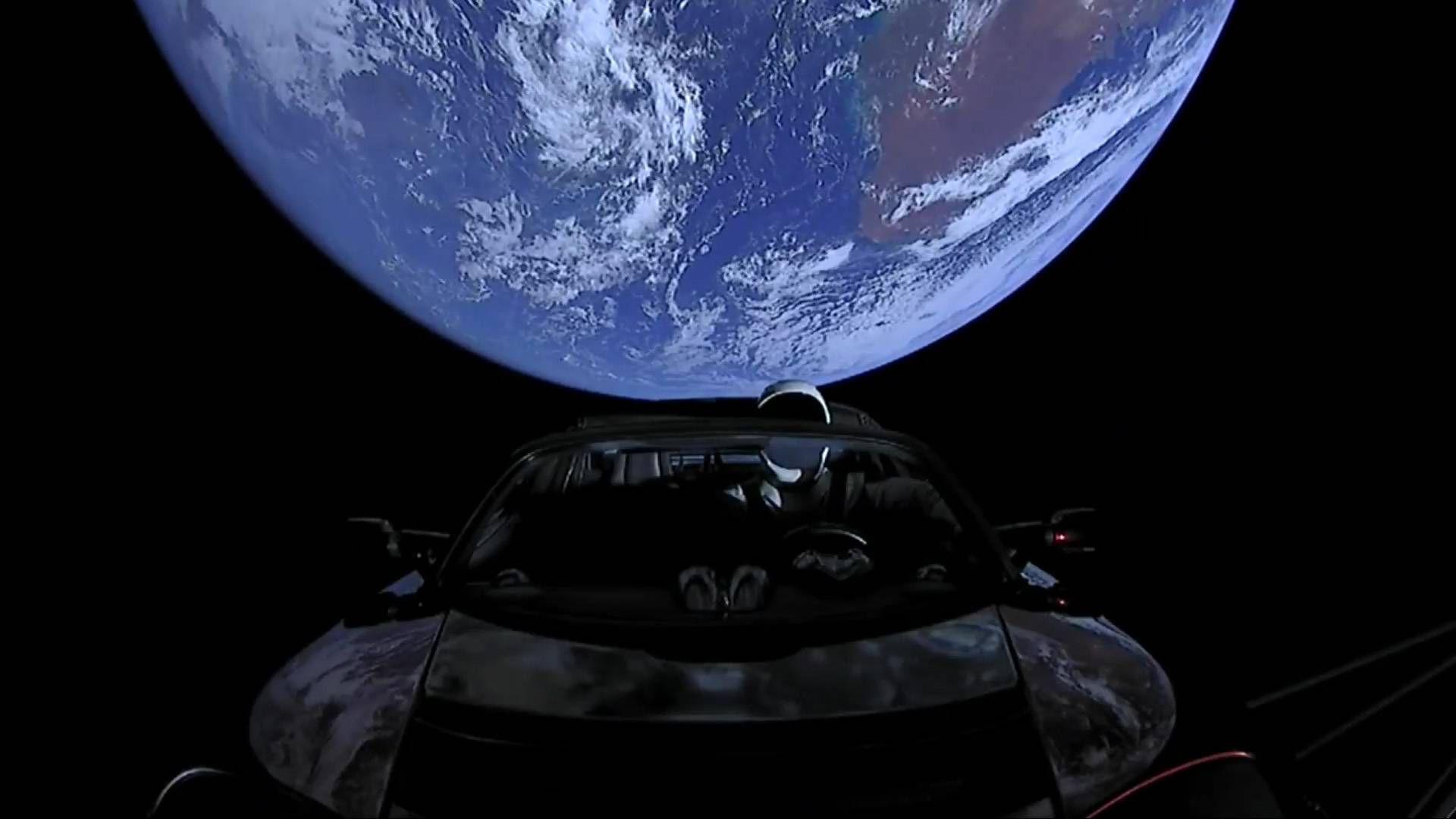 Роудстърът на Илон Мъск вдигна 80 000 км/ч