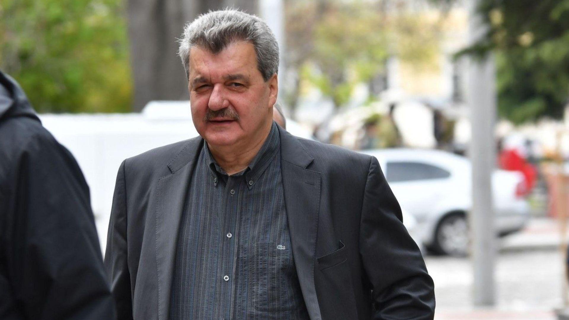 """Батков нападна Мъри Стоилов: Вместо да обикаля кафенетата, можеше да помогне на """"Левски"""""""