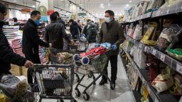 Китай за пръв път осветли данни за заразата и обяви кои са най-застрашени