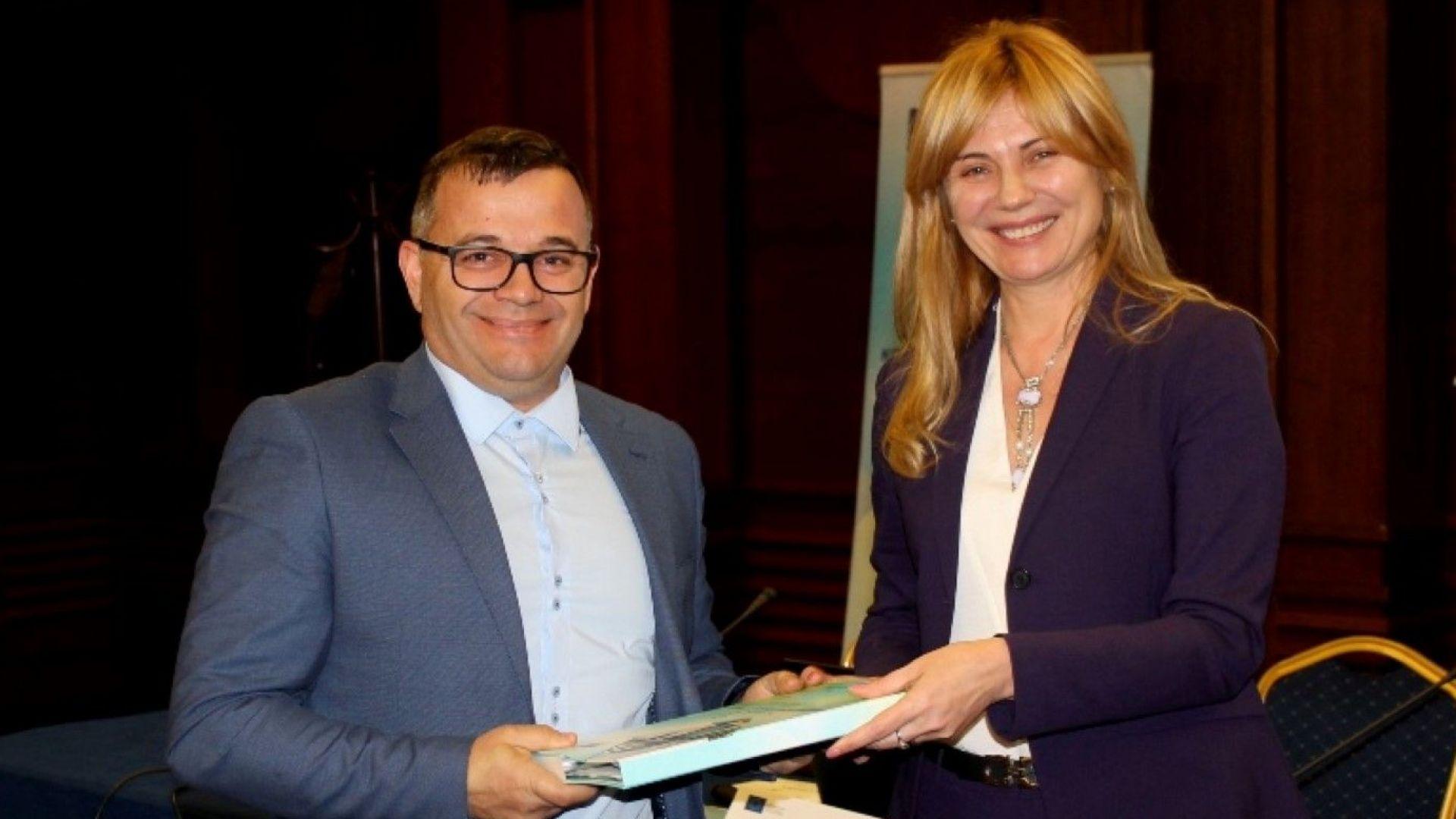 МИ връчи договори за 340 проекта по ОПИК за 143 млн. лева