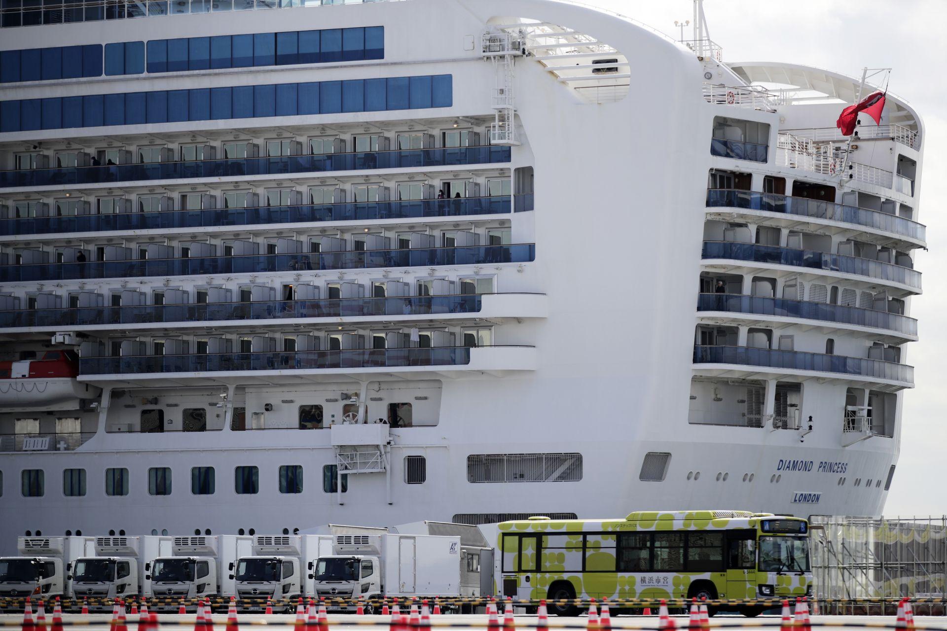 """Стотици пътници започнаха да напускат круизния кораб """"Даймънд принсес"""""""