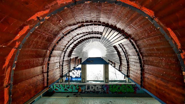 Ситуацията с държавната резиденция е без светлина в края на тунела, споделят местните