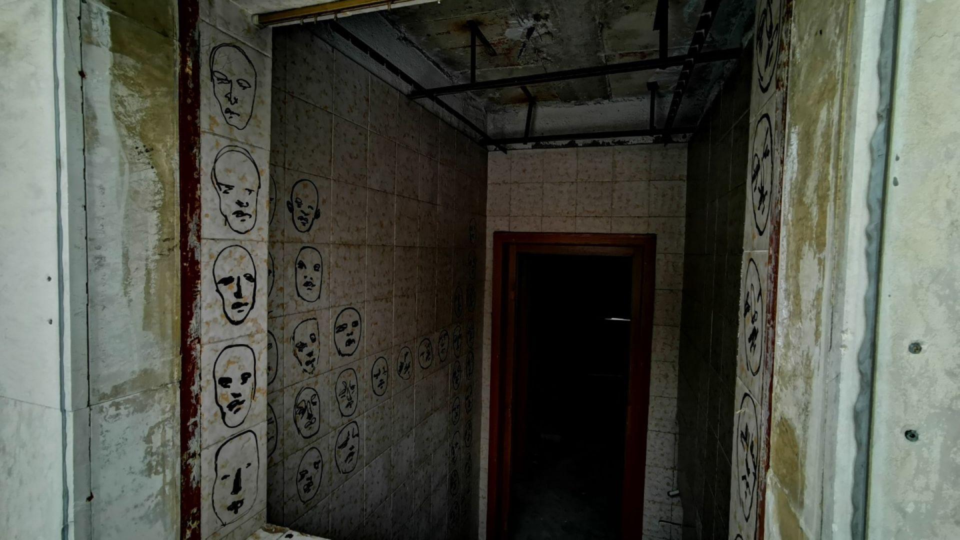 Зловещите лица, нарисувани по тоалетната на Тодор Живков