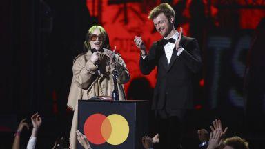 Били Айлиш е международна певица на годината според музикалните награди БРИТ