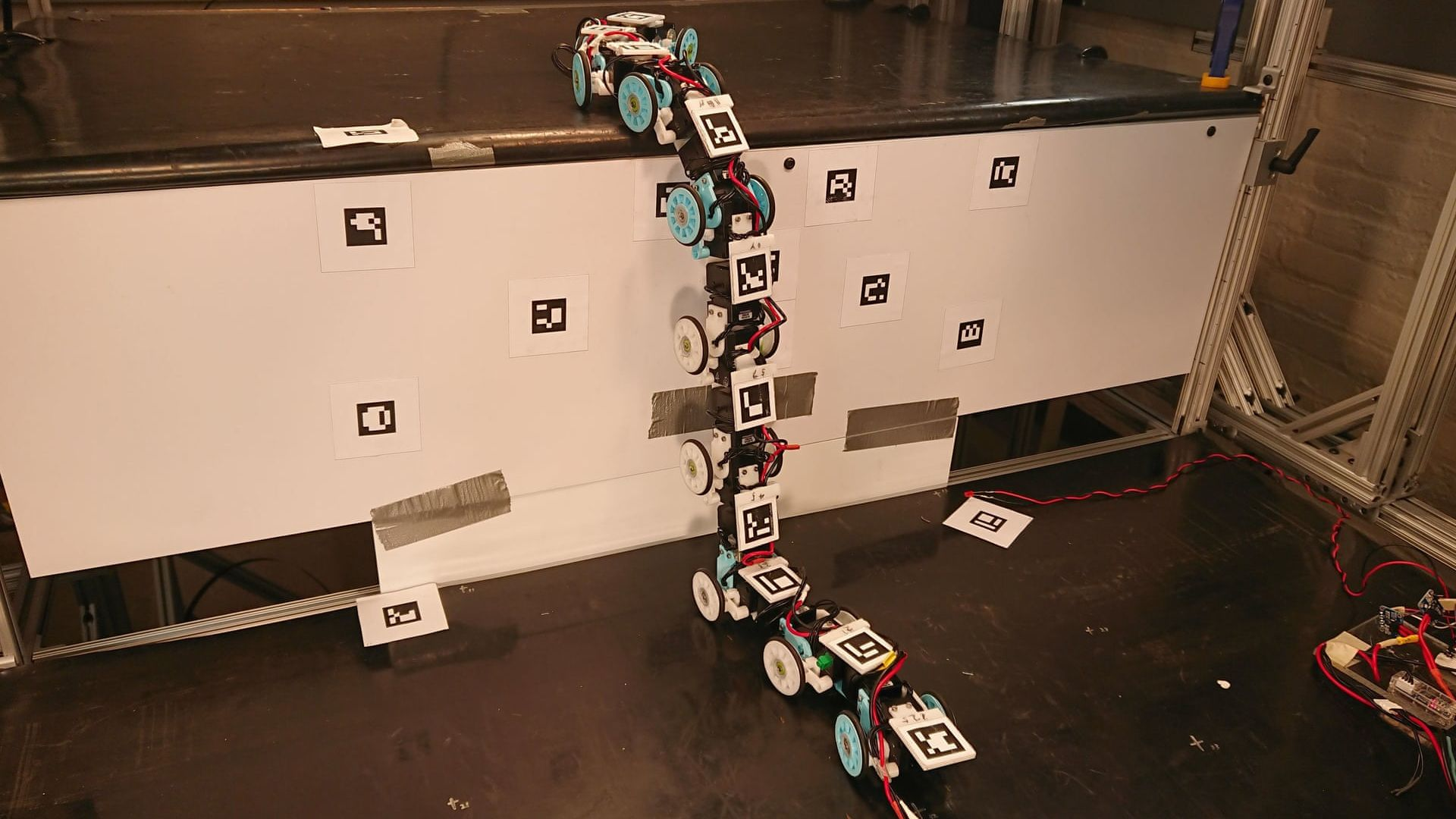 Учени създадоха роботизирана змия-спасител