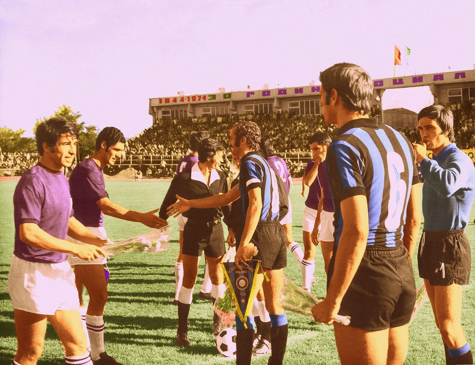 """Мацола извежда Интер на стадион """"Ивайло"""", 1974 г."""