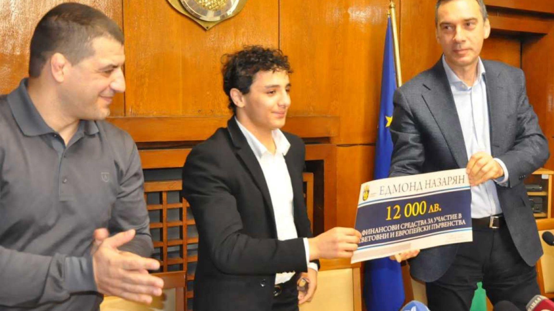 Награда и от кмета на Бургас за тийнейджъра-шампион Назарян