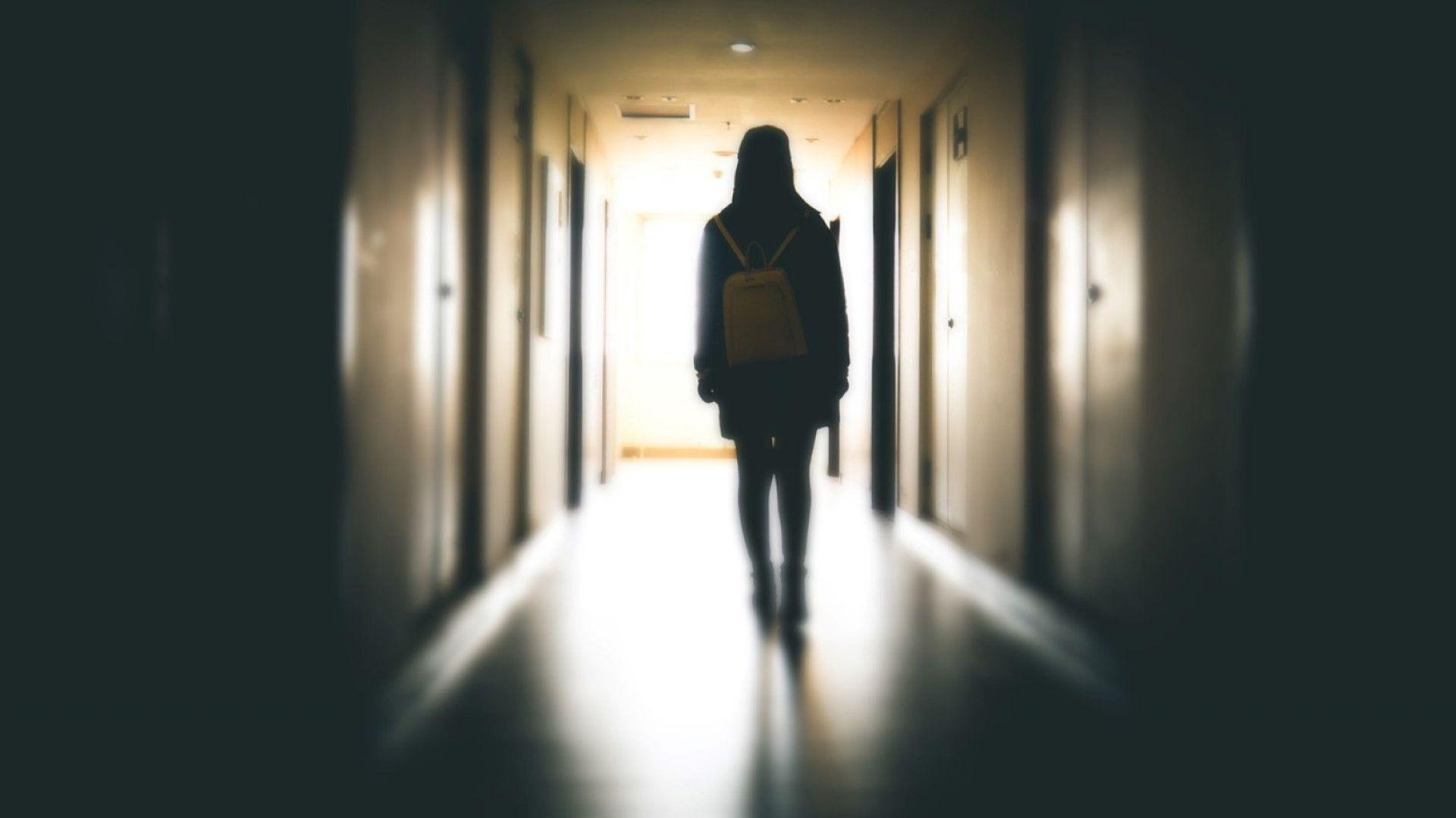 Агресия между ученици, 15-годишна изгуби съзнание след ритник в корема
