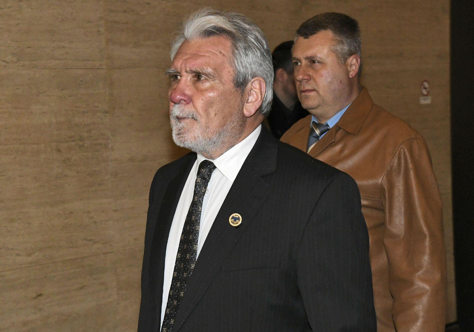Николай Стоименов(вдясно) с адвоката си