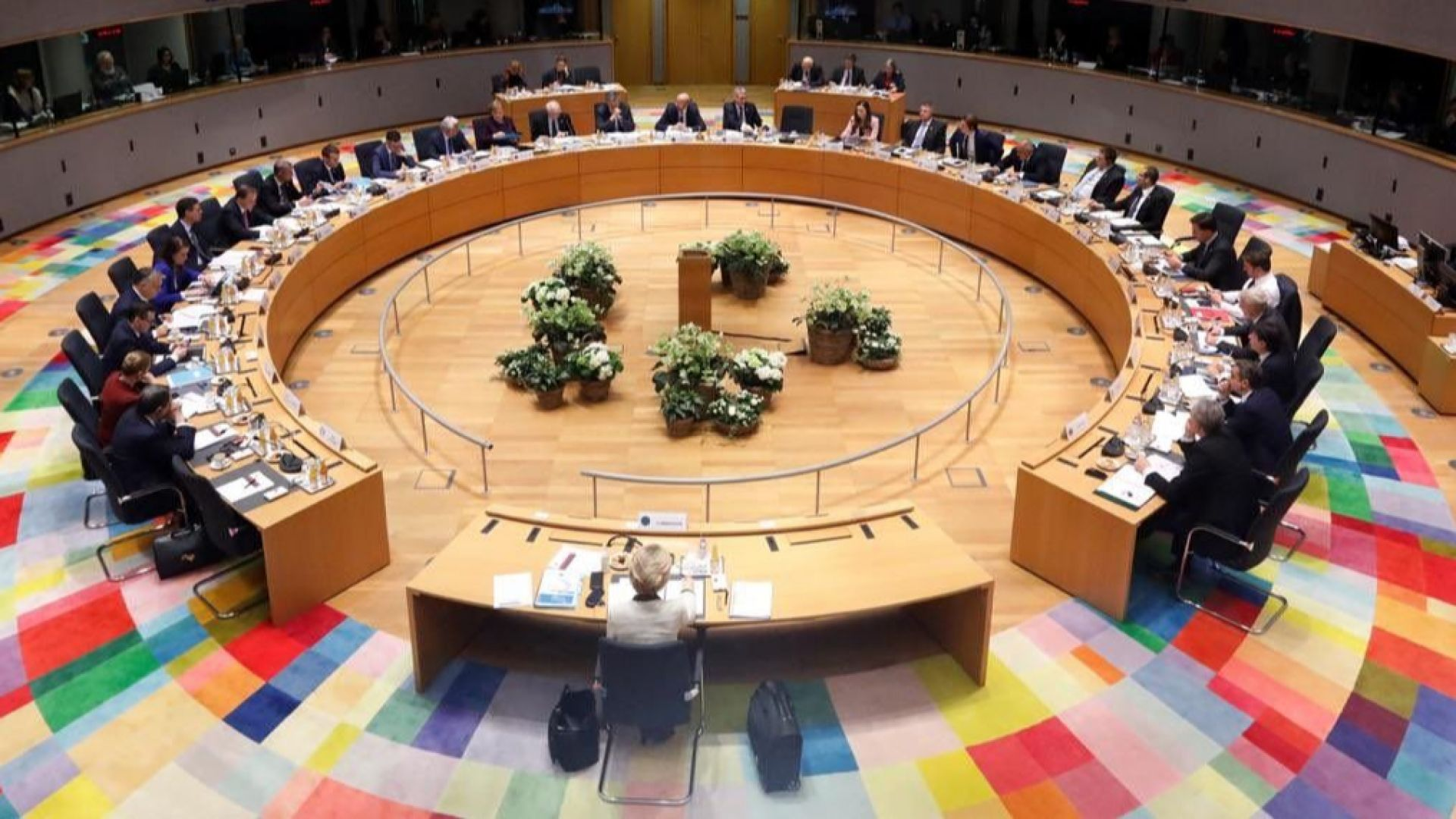 Безсънната нощ приключи без споразумение за бюджета на ЕС, лидерите ще преговарят отново
