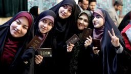Хардлайнерите се очаква да спечелят: ще изпълнят ли иранците религиозния си дълг да гласуват?