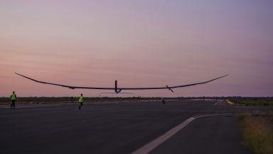 Безпилотен самолет летя една година във въздуха