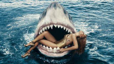 Риана в челюстите на акула за рождения си ден