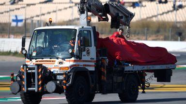 Проблемите за Ферари започнаха - двигателят предаде Себастиан Фетел