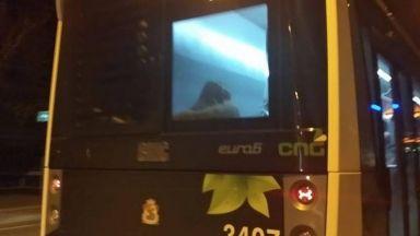 Брутално нападение: Обраха до голо ученик в столичен автобус