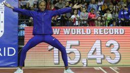 Венецуелка счупи 16-годишния световен рекорд в тройния скок (видео)