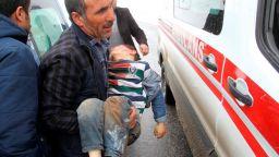 Най-малко осем човека са загинали в Турция в резултат от земетресение на границата с Иран