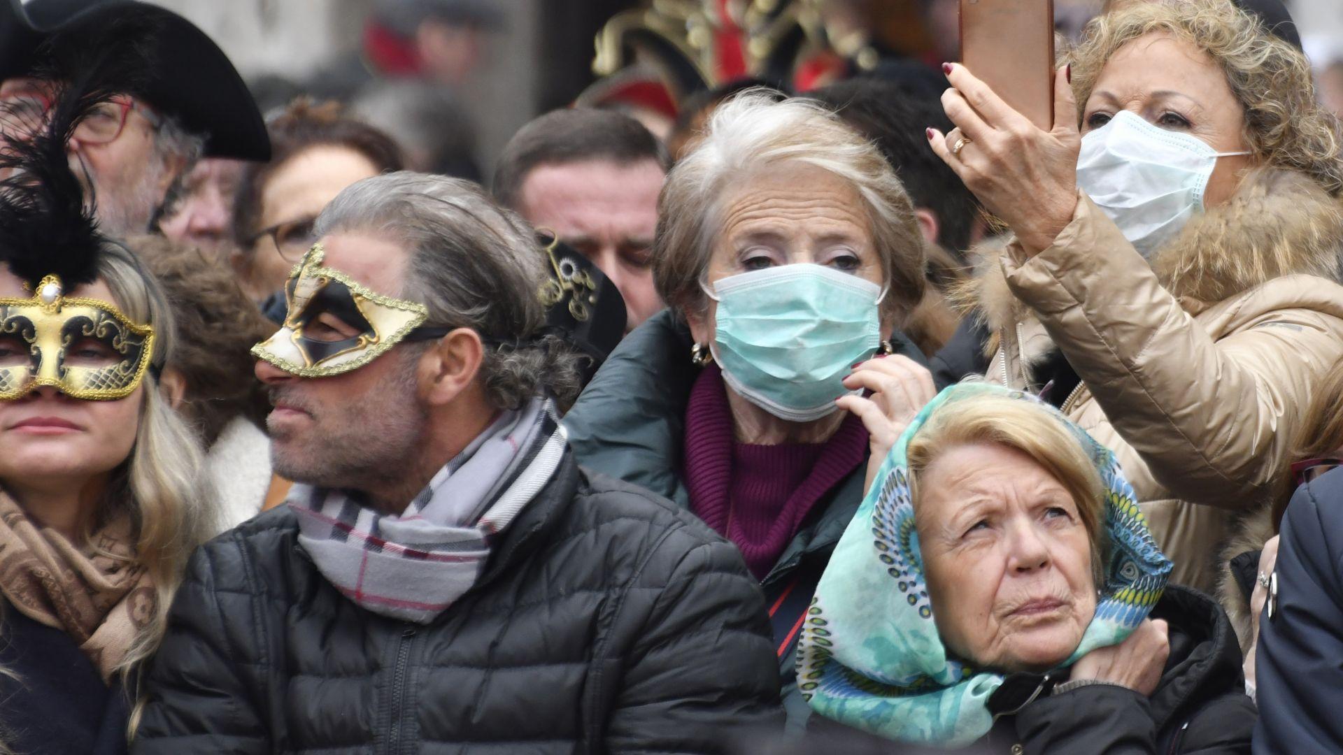 В София вече трудно могат да се намерят медицински маски