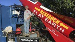 Мъж загина, докато доказва, че Земята е плоска (видео)