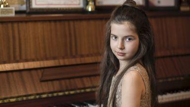 8-годишната Хрисиана ще свири в залата с червения роял на сър Елтън Джон в Лондон