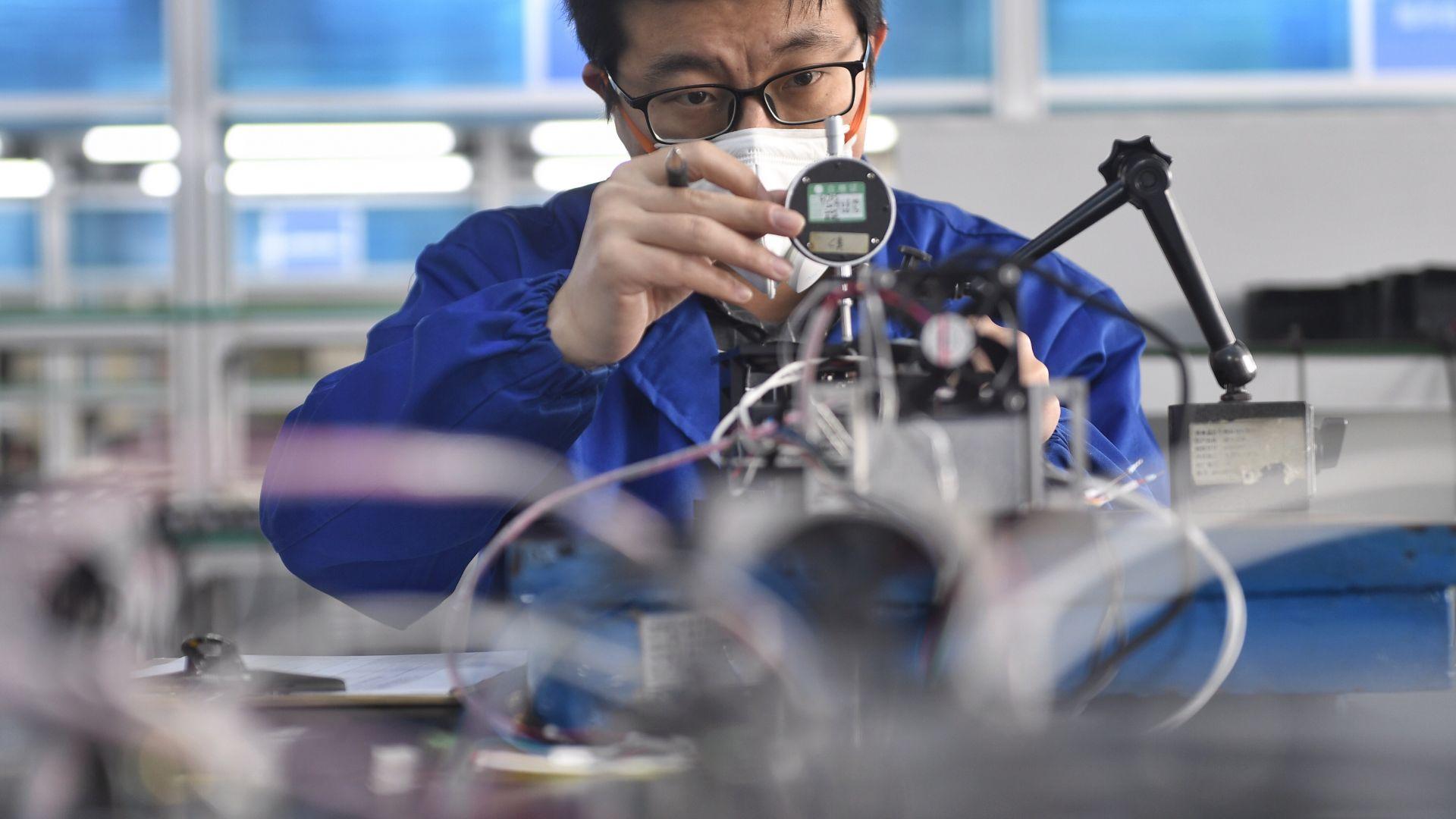 Китайските заводи пред нова заплаха: американския антивирусен контрол