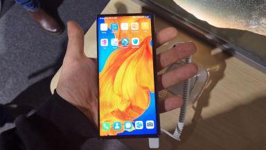 Huawei представи нов революционен сгъваем телефон