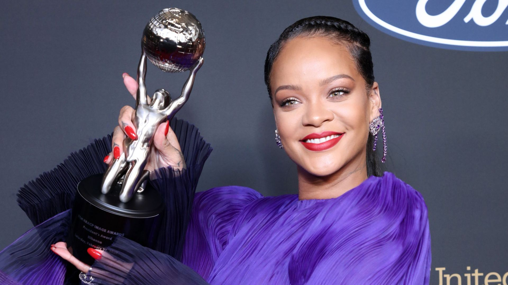 """Риана беше почетена на наградите """"Имидж"""""""