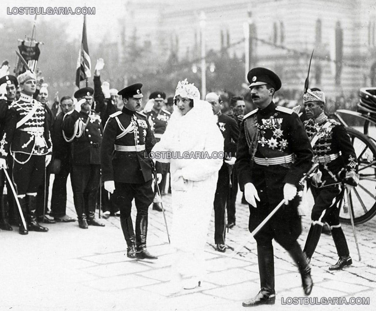 Царската двойка пристига в София с влак веднага след католическия съюз