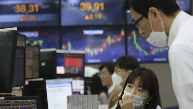 Азиатските борси последваха Уолстрийт, но с по-нисък спад от вчера