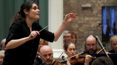 Цигуларка и диригент: Българката, която се пребори за лондонската сцена
