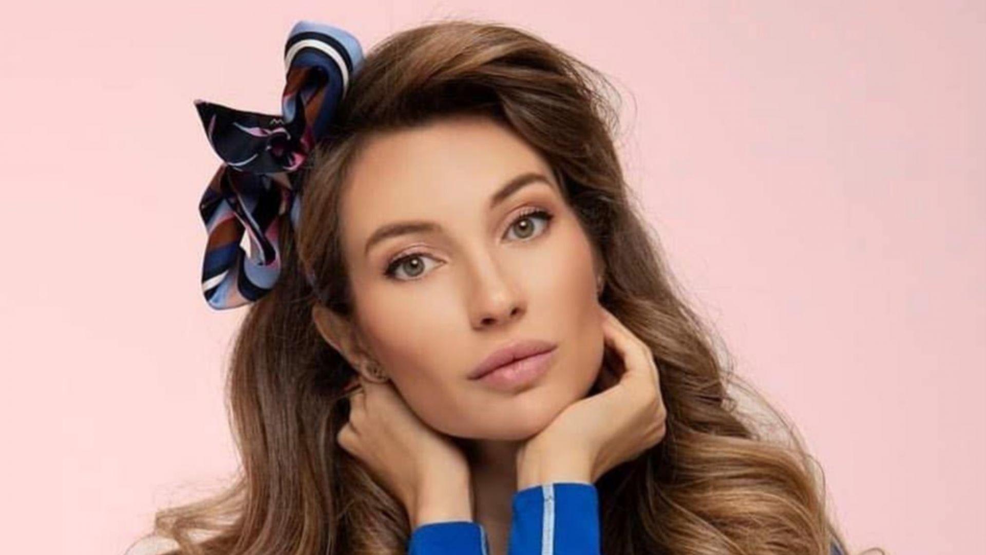 """Никол Станкулова украси корицата на списание със снимка """"бонбон"""""""