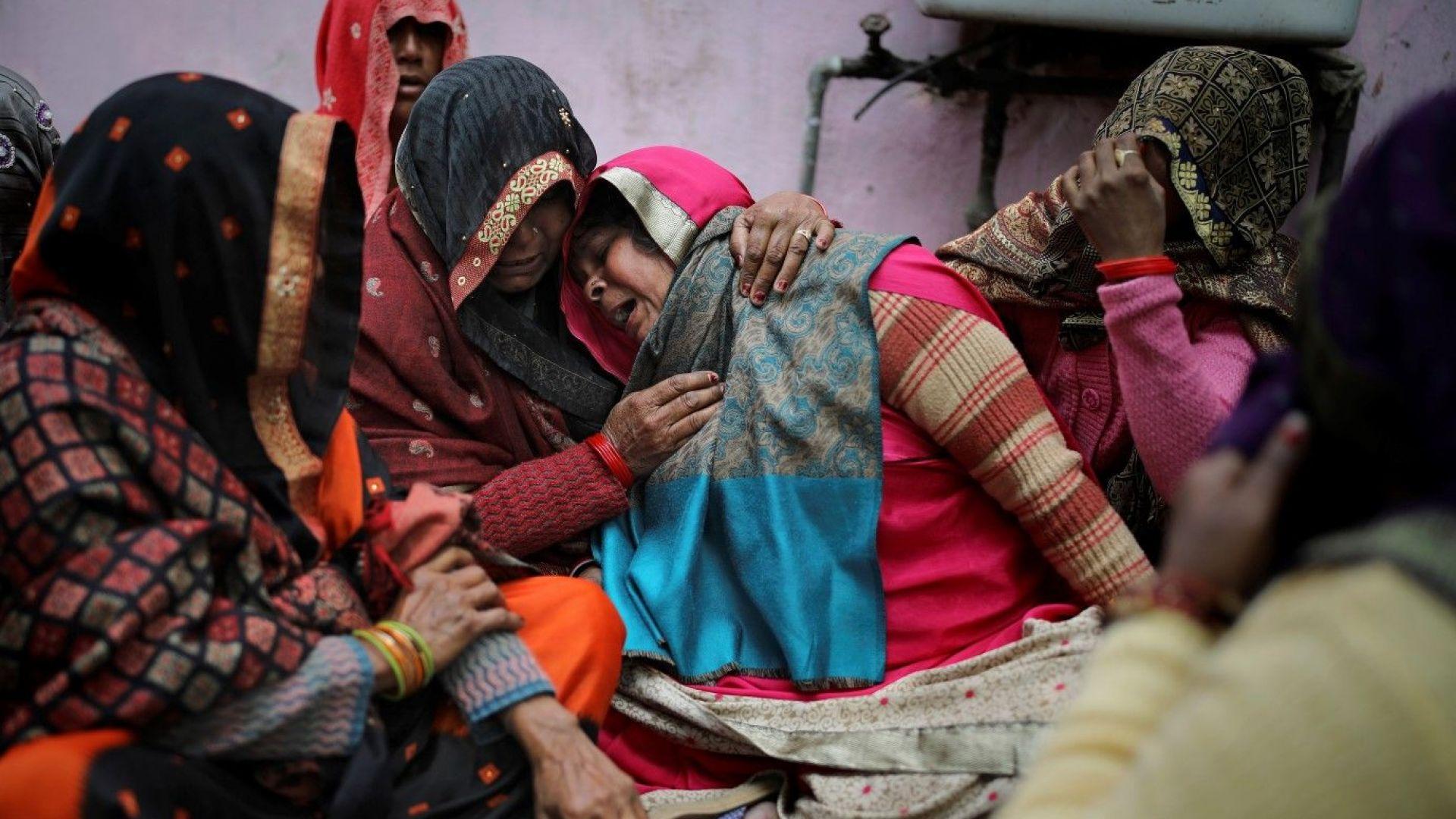 Делхи преживява смъртоносни религиозни безредици