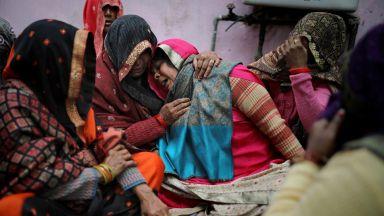 Религиозно насилие, каквото Делхи не помни: десетки убити с камъни, саби и пистолети