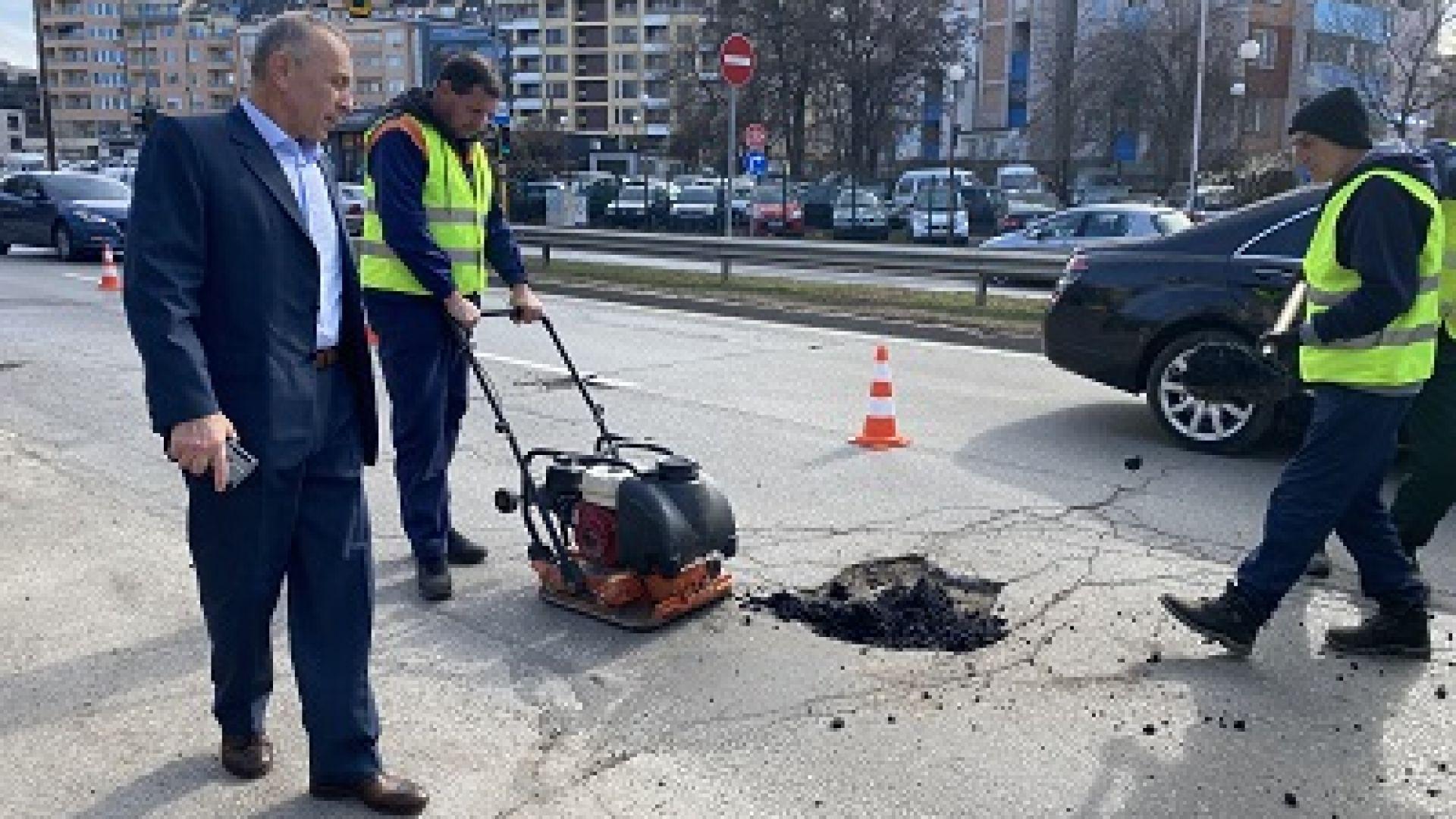 Текущи ремонтни дейности започнаха по основни булеварди в Столична община.