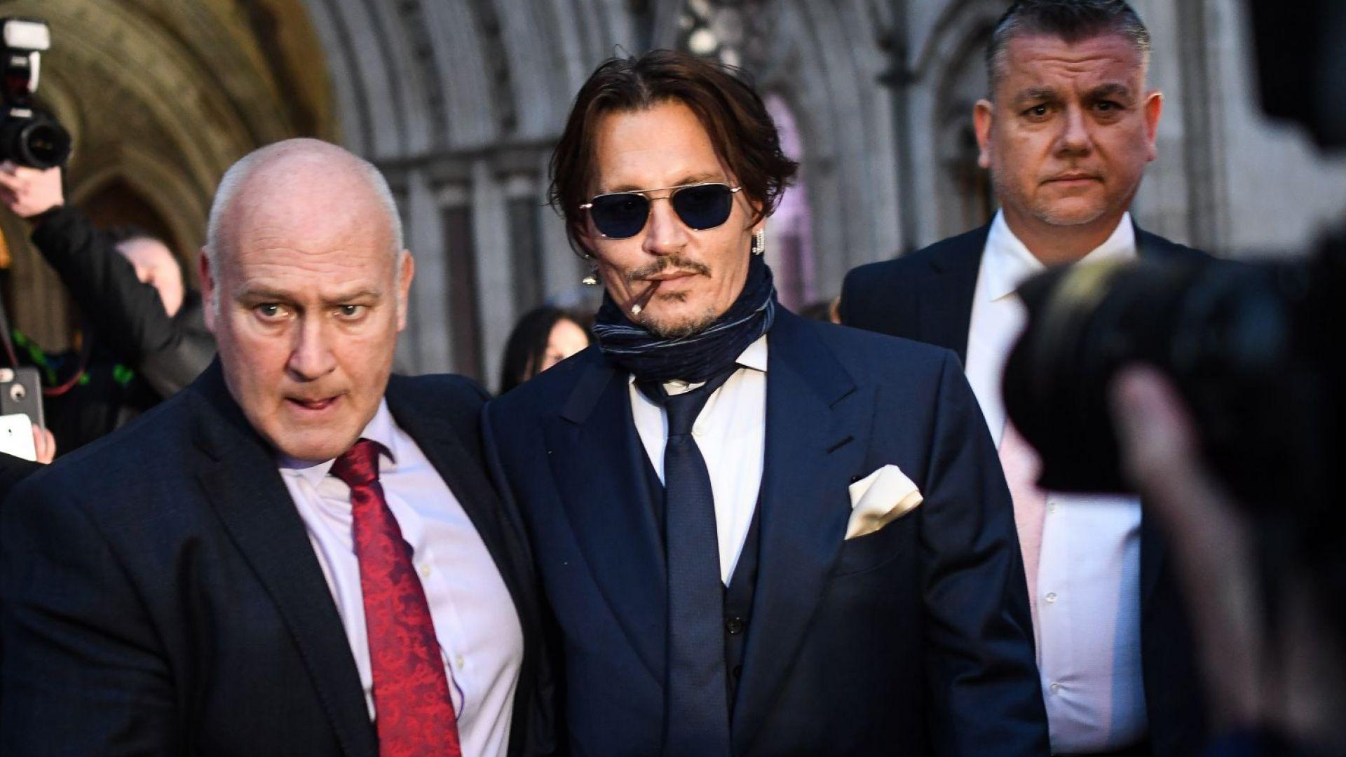 Джони Деп с изненадваща поява в лондонски съд на дело срещу вестник