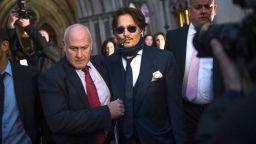 """Джони Деп пристигна в Лондон за съдебното дело срещу в. """"The Sun"""""""