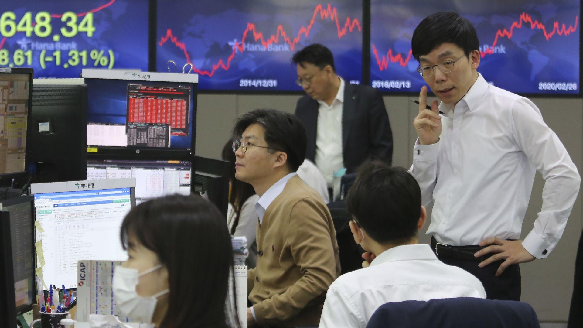 Коронавирусът застрашава сериозно и приходите на банките в Азия