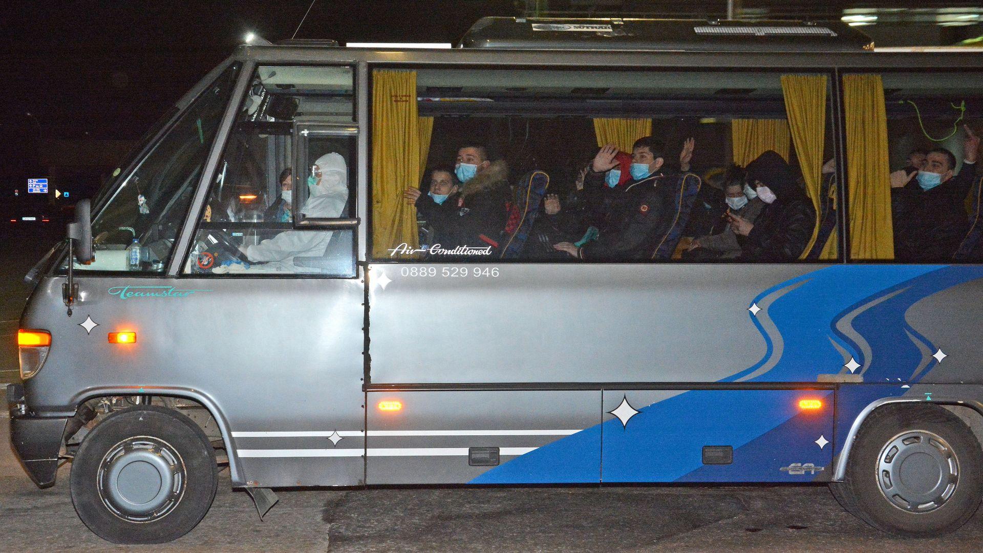 Учениците и преподавателите, транспортирани от Италия, са в добро здравe