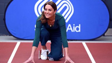Една по-различна Кейт - херцогинята захвърли блестящите токчета и сложи маратонки