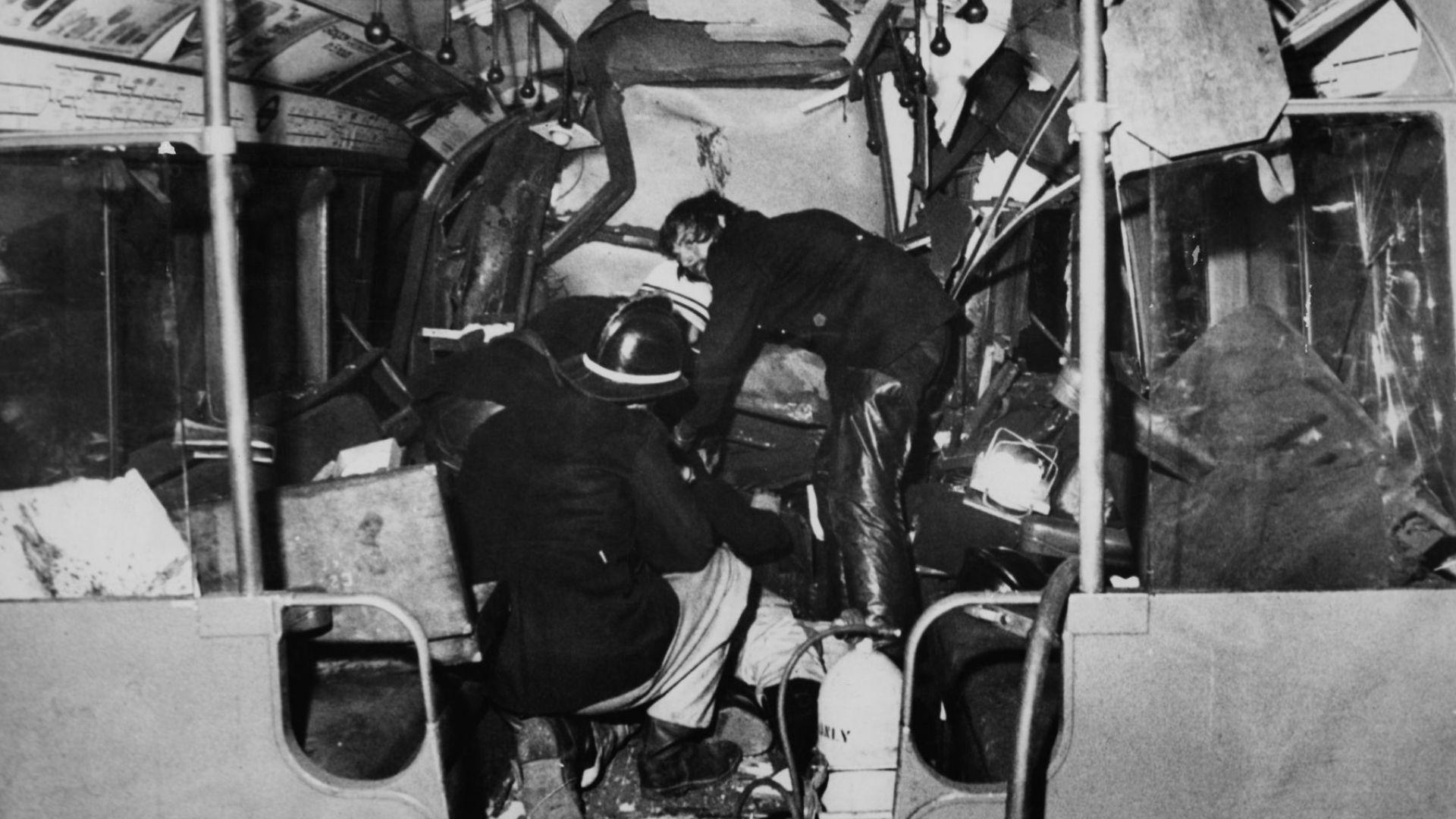 43 жертви: Най-страшната катастрофа в лондонското метро. Самоубил ли сe е машинистът?